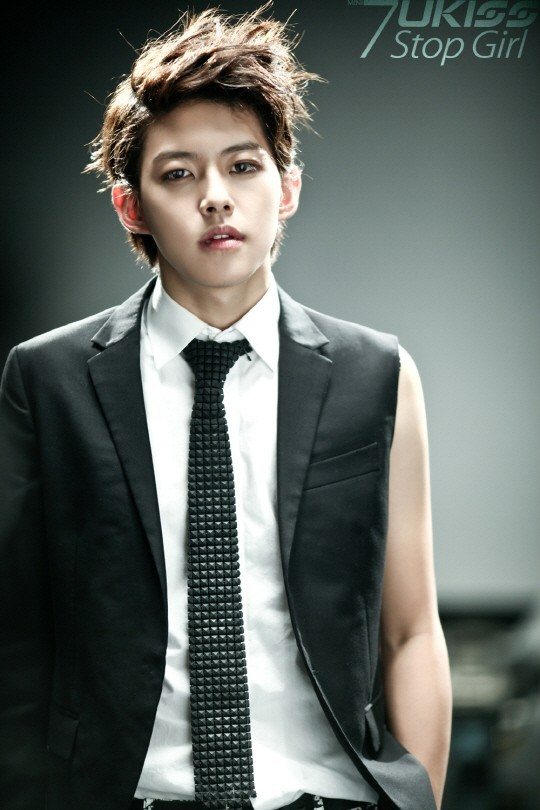 U-Kiss Dongho reveals that he recently divorced his wife + netizens