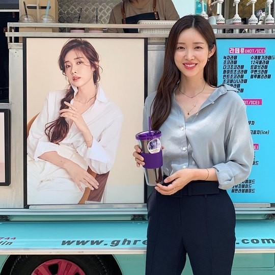 'Absolute Boyfriend' Cha Jung Won, presents sunny smile in front of coffee tea received