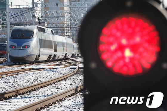 '경고 외면' 대학생 대체인력 투입 열차서 사망사고(종합)